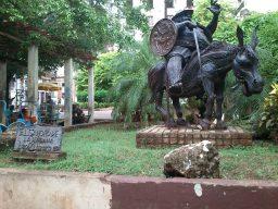 Escultura de Sancho Panza, en el boulevar de Obispo, La Habana.