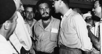 Fidel Castro visita a El Caletón - 1959