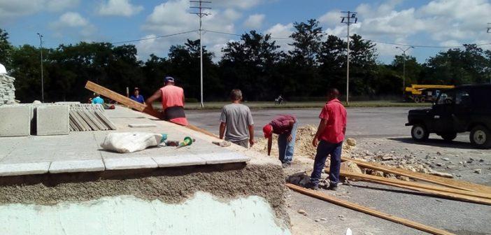 Indetenibles labores en la Plaza de Pinar del Río