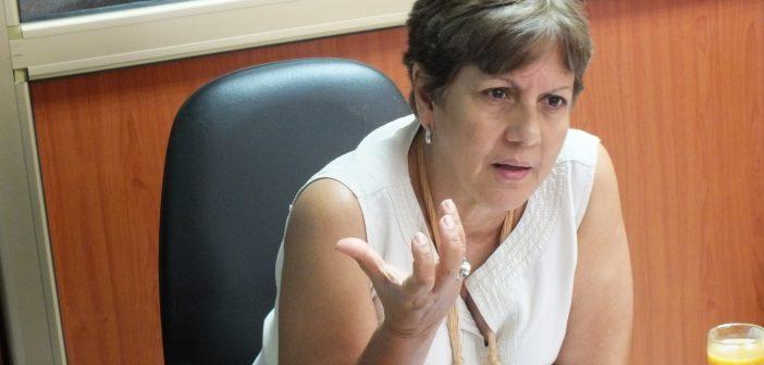 Marina Capó ofrece declaraciones a Radio Reloj en el contexto de las elecciones generales en Cuba. Foto: Ramón Rodríguez. Radio Reloj