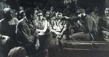 Meeting between Fidel and the theater group in 1971. Photo: La Jiribilla