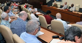 Cuban Government assessed tornado recovery experience. Photo: Cubadebate.