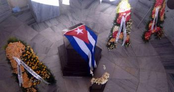 Floral offerings of Raul and Diaz-Canel before Marti´s grave