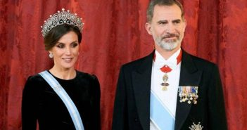 The King and the Queen of Spain arrive in Cuba