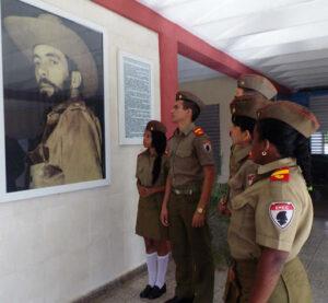 Destaca Presidente Cubano aniversario de escuelas militares Camilo Cienfuegos